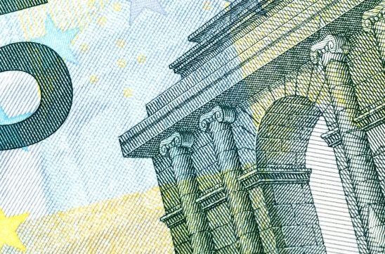 Żegnaj, pieniądzu – czy exit tax przyspieszy exodus firm i zamożnych osób fizycznych? – artykuł z opiniami Patrycji Goździowskiej w Polityce